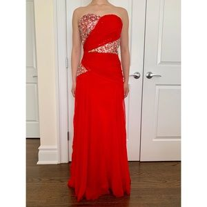 (EUC)✨SHOW-STOPPING STRAPLESS RED FORMAL GOWN✨